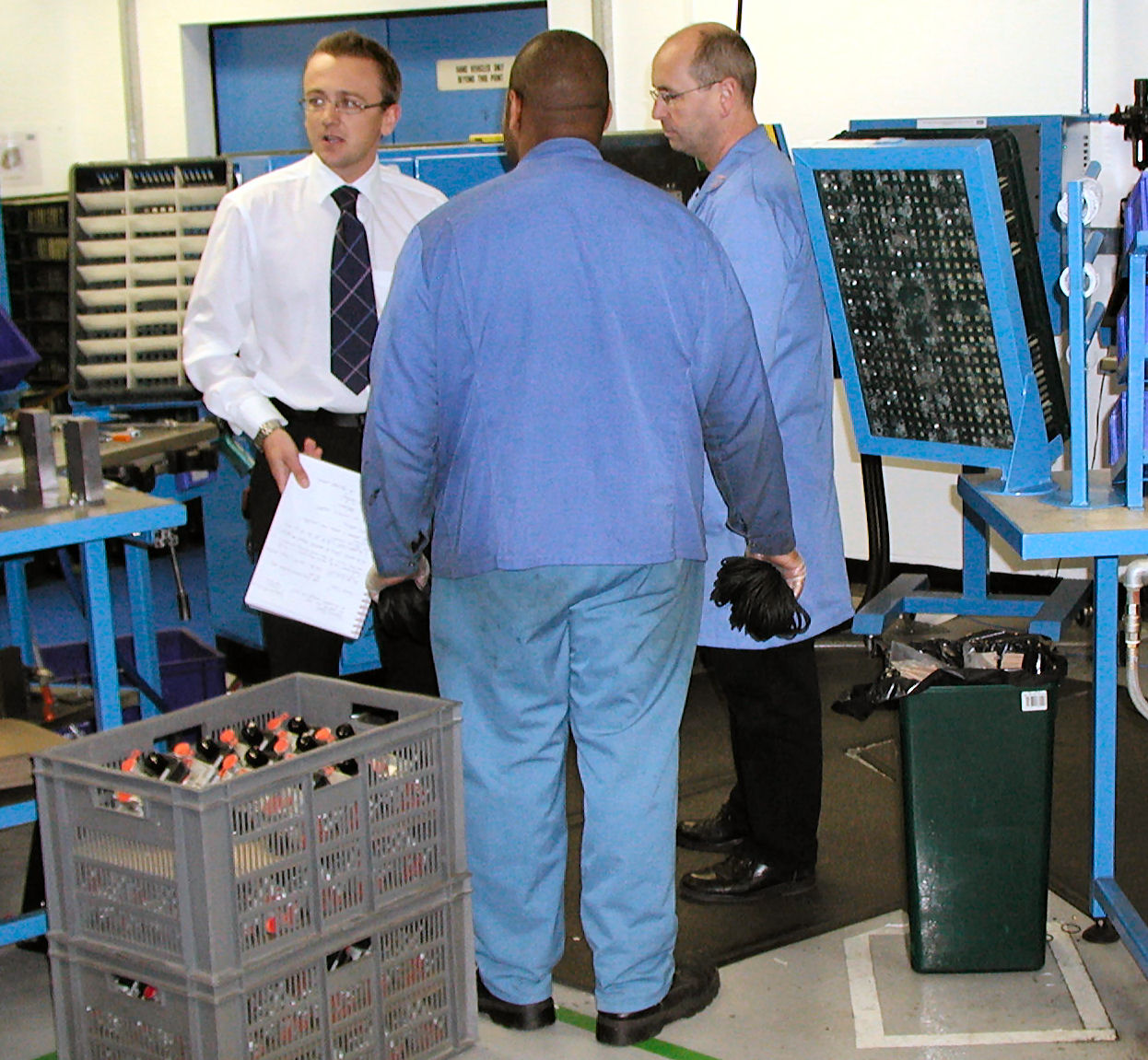 Conducting a manufacturing process audit on the shop-floor